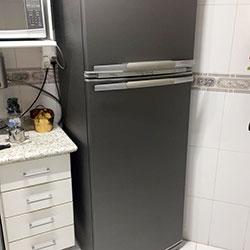 Envelopamento de geladeira com Aço Escovado Grafite na Vila Yara - Osasco - SP