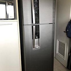 Envelopamento de geladeira com aço escovado Brushed Graphite - Chácara Klabin - São Paulo - Z/S