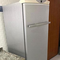 Envelopamento de geladeira com aço escovado no Taboão da Serra - SP