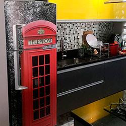 Envelopamento de geladeira - Cabine telefônica inglesa