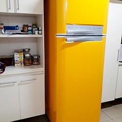 Envelopamento de geladeira com Amarelo em São Paulo
