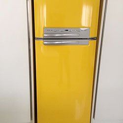 Envelopamento de geladeira com Amarelo