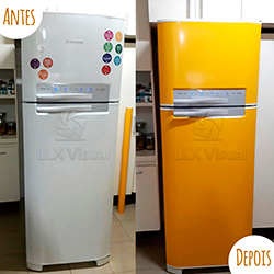 Envelopamento de geladeira com Amarelo  - Antes e depois