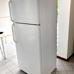 Envelopamento de geladeira com Branco Brilho - Vila Andrade - São Paulo
