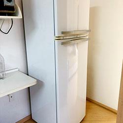 Envelopamento de geladeira com Branco Brilho - Vila Mariana - São Paulo