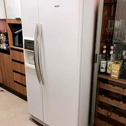 Envelopamento de geladeira com Branco Fosco - Vila Andrade - São Paulo