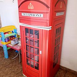 Envelopamento de geladeira com Cabine Telefônica Inglesa