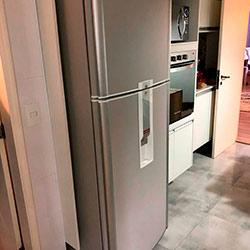 Envelopamento de geladeira com Cinza Glacial - Liberdade - São Paulo