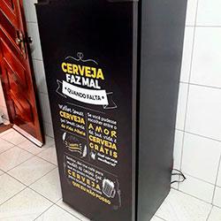 Envelopamento de geladeira com imagem de Cerveja Faz Mal Quando Falta - São Paulo