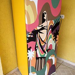 Envelopamento de geladeira com imagem do Cristo Redentor para São Paulo