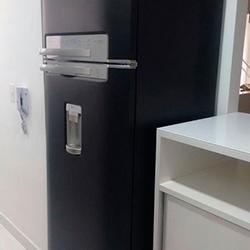 Envelopamento de geladeira cor preto fosco em São Paulo
