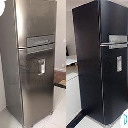 Envelopamento de geladeira cor preto fosco em SP - Antes e depois