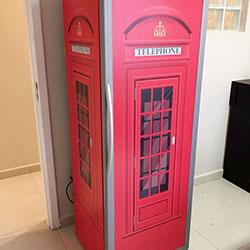 Envelopamento de expositora com cabine telefônica inglesa
