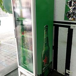 Envelopamento de geladeira expositora Heineken com Clear na porta