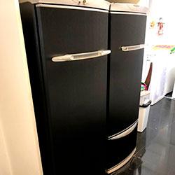 Envelopamento de geladeira com Aço Escovado Preto - São Paulo