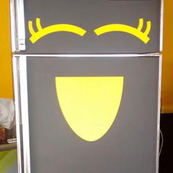 Envelopamento de freezer e geladeira com preto fosco e amarelo em SP
