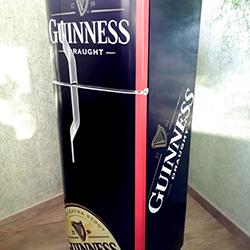 Envelopamento de geladeira com imagem de Guinness