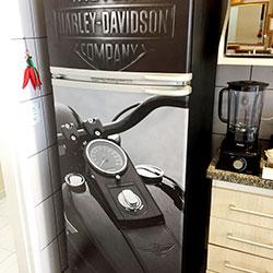 Envelopamento de Geladeira com Harley Davidson