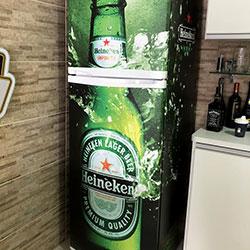 Envelopamento de geladeira com imagem Heneken - Vila Matilde - SP