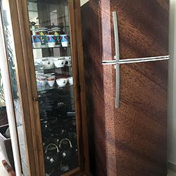 Envelopamento de geladeira com imagem de madeira
