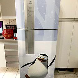 Envelopamento de geladeira com Pinguim