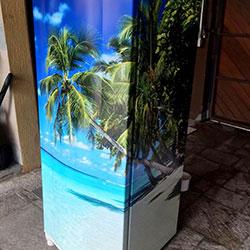 Envelopamento de geladeira com imagem de praia