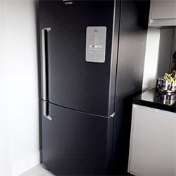 Envelopamento de geladeira inverse com preto fosco - Centro - SP