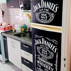 Envelopamento de Geladeira com Jack Daniels e Preto Fosco