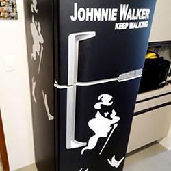 Envelopamento de geladeira com Imagem de Johnnie Walker