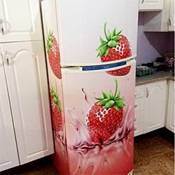 Envelopamento de geladeira com morangos