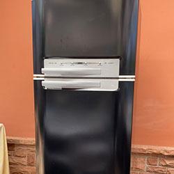 Envelopamento de geladeira preto com adesivo preto brilho no Campo Belo - São Paulo