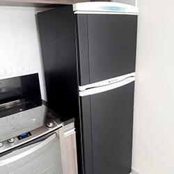 Envelopamento de geladeira com preto fosco - São Paulo