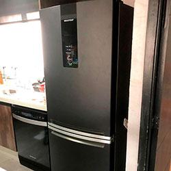 Envelopamento de geladeira com Preto Fosco - São Bernardo do Campo - SP