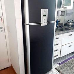 Envelopamento de geladeira com preto fosco em SP