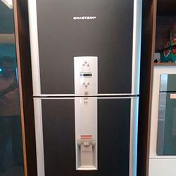 Envelopamento de geladeira preto fosco em São Paulo
