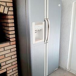 Envelopamento de geladeira Side By Side em Aço Escovado