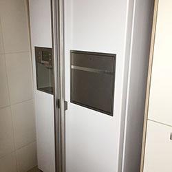 Envelopamento de geladeira Side by Side com Branco