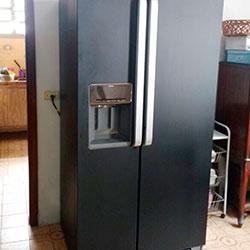Envelopamento de geladeira side by side com preto fosco