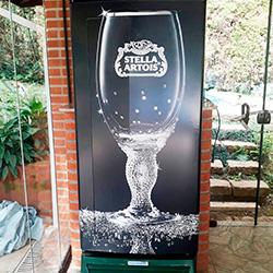 Envelopamento de geladeira com imagem copo Stella Artois