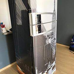 Envelopamento de geladeira com imagem Táxi - São Paulo