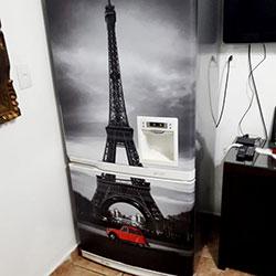Envelopamento de geladeira com Torre Eiffel