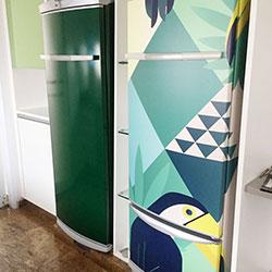 Envelopamento de geladeiras com verde e imagem