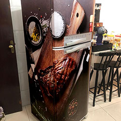 Envelopamento de geladeira com imagem vinho e churrasco - Vila Formosa - SP