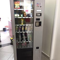 Envelopamento de máquina de refrigerante e snacks em São Paulo com Aço Escovado