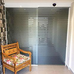 Aplicação de adesivo jateado para Hall de condomínio no Brás - SP