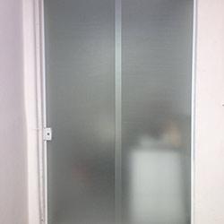 Adesivo jateado em porta de Vidro em São Paulo