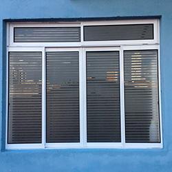 Adesivo jateado em recorte para janela de vidro em São Paulo