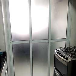 Adesivo jateado para porta de lavanderia