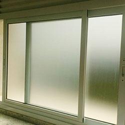 Adesivo jateado para janela