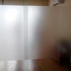 Adesivo jateado para vidro em São Paulo